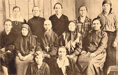 Священник Иннокентий Кикин.