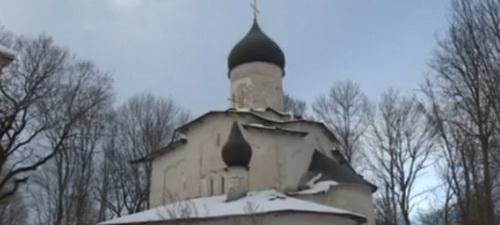 В Псковской области разрушается церковь XV века с уникальными фресками