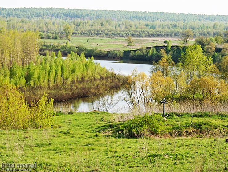 Место в Новоглушенке, где находился храм, с видом на Чумыш. Май 2016