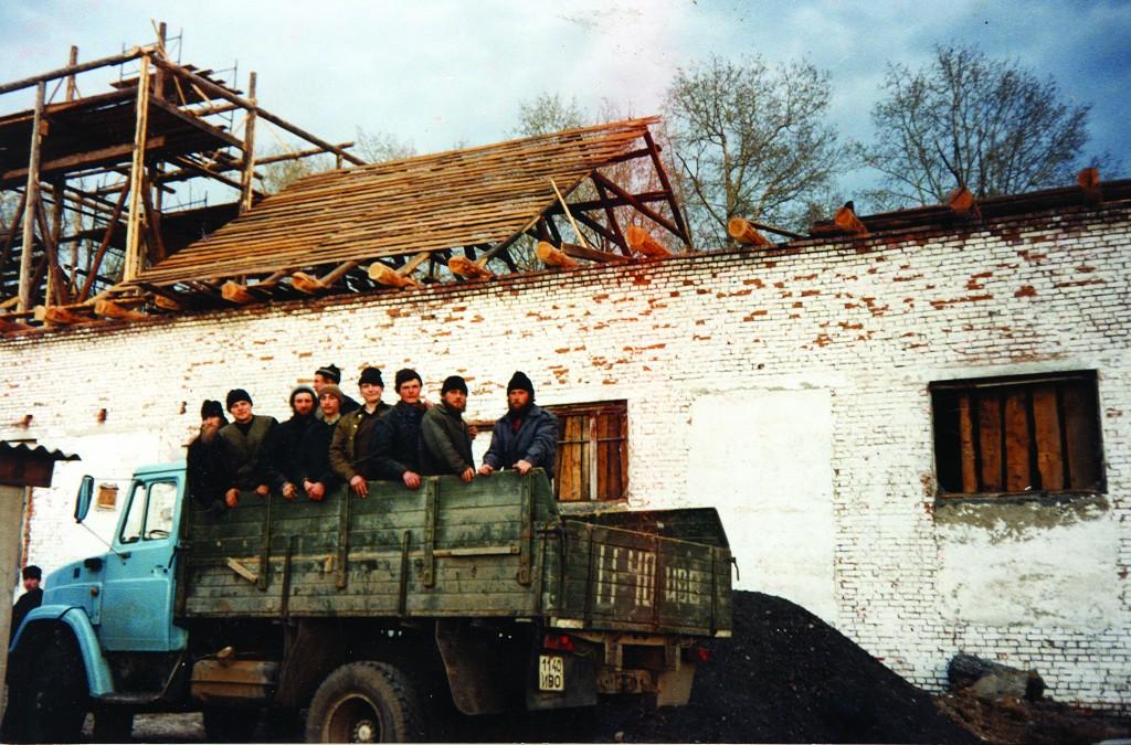 Козиха. Начало строительства храма.1997г.