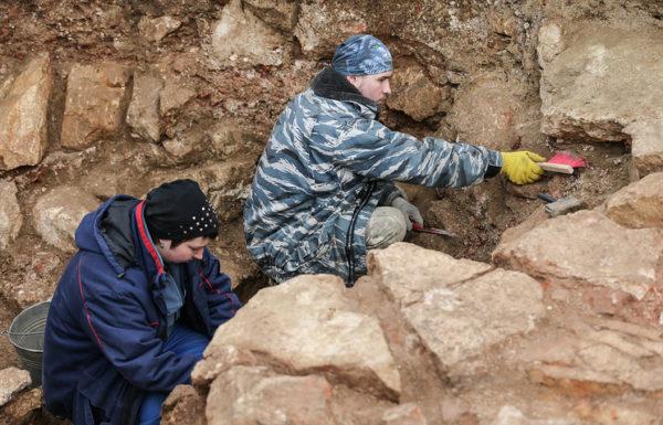 археологи, археологические раскопки, археология, древний храм, Москва