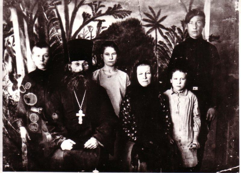 Архангельский Иннокентий Васильевич с семьей