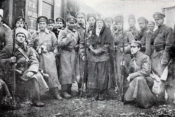 Пехотная рота Добровольческой армии, сформированная из гвардейских офицеров. Январь 1918. Фото с сайта Ruspit.ru
