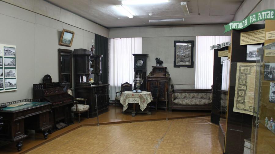 В залах на ул. Ползунова, 46.