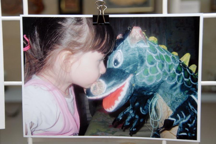 В краеведческом музее проходит выставка картин четырехлетней Аллы Кощеевой.