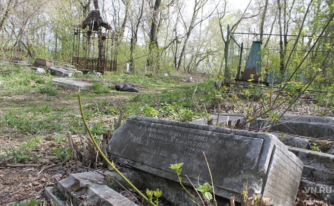 Старинное купеческое кладбище спасают в Куйбышеве