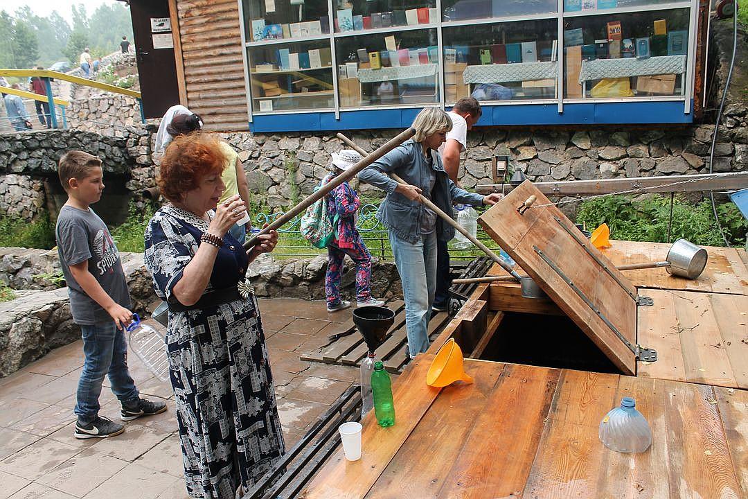 Главный секрет: подходить к воде нужно с молитвой, ведь тут важна именно вера. Фото: Ульяна ДЖАНКОВА