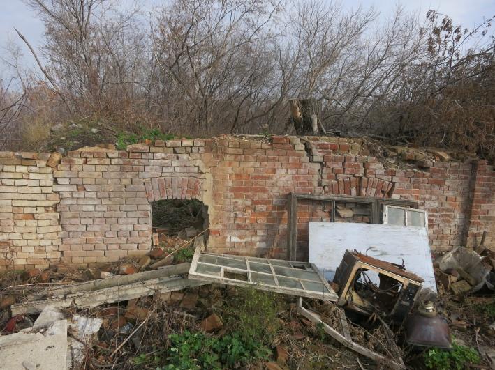 В доме в советское время была контора кожевенной артели — руины её кирпичного цеха находятся в двух домах от него