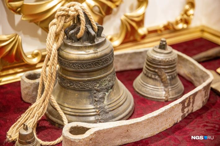 Новые колокола для церквей не отливались, разбитые пытались реставрировать и восстанавливать