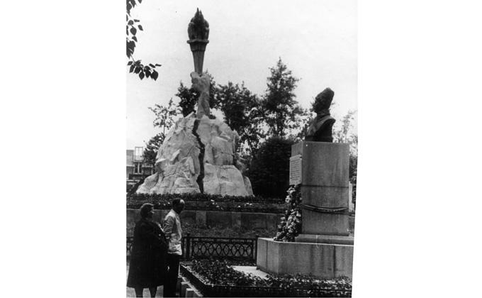 Памятник Щетинкину.jpg