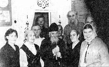 Митрополит Мануил (Лемешевский) с самарскими прихожанами. Справа во втором ряду — отец Никита Сапожников.
