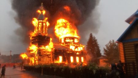 Храм XIX века в селе Зоркальцево Томской области уничтожила молния 2