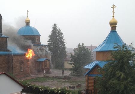 Храм XIX века в селе Зоркальцево Томской области уничтожила молния 3