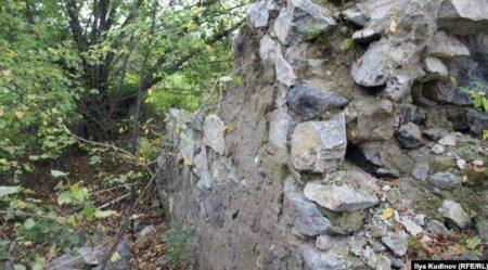Развалены стен ШИЗО в Искитимском лагере ОЛП-4. Ст.Ложок