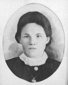 «На берегу Тьмы» Натальи Соловьевой: сильный роман о том, сколько пришлось пережить русской женщине в XX веке