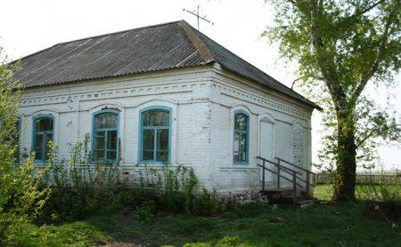 «Дом священника» до недавнего времени был спортивным залом. Фото предоставлено экскурсоводом Чановского краеведческого музея Еленой Гениной